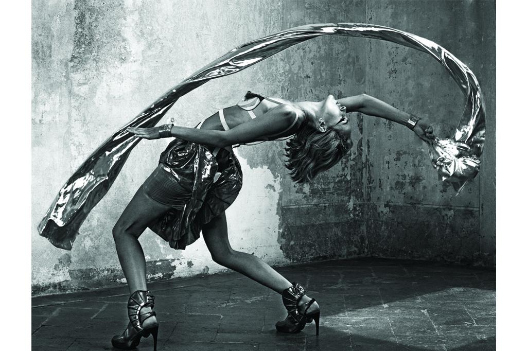 Shoes Design: Katinka Saltzmann | Dress Design: Venette Waste | Photo Courtesy: Matteo Bertolio